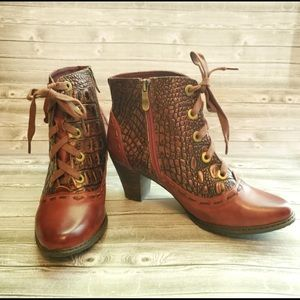 L'artiste NWOT Booties (no box) size 38/7.5